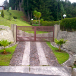 Embajada Gate